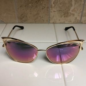 Accessories - Wing tipped sunglasses with pink mirrored lens